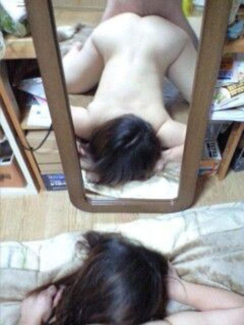 彼女とのセクロスを鏡越しに撮影したハメ撮りエロ画像 1167