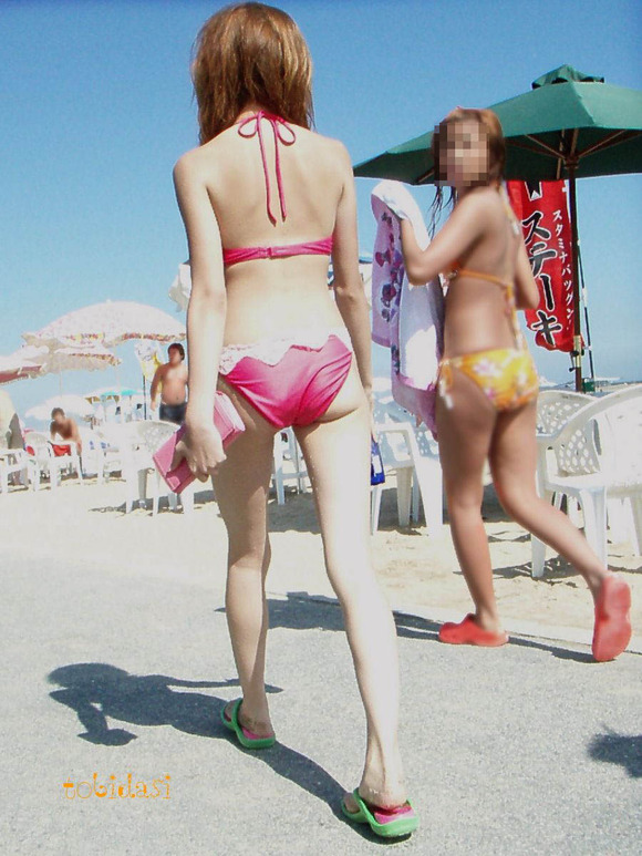 海でビキニになってで調子こいてる素人娘達のエロ画像 150