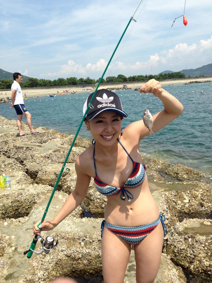 リア充な女子大生が海岸でビキニになってキャピキャピ遊んでるエロ画像 2027