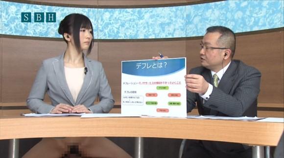 生本番中にニュースを読む女子アナがセックスしちゃってるキャプエロ画像 2322