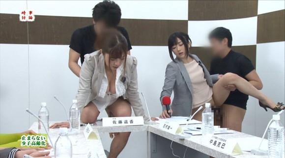生本番中にニュースを読む女子アナがセックスしちゃってるキャプエロ画像 2422