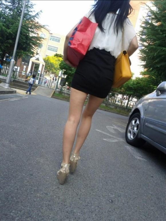 スタイル抜群な素人の韓国ギャルが街撮りされたエロ画像 2425