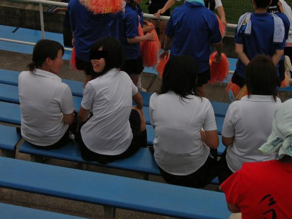 制服姿の女子校生が透けブラしてるエロ画像 253