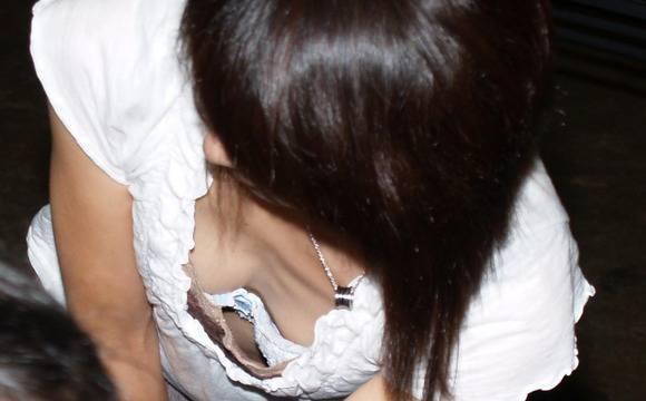 待で見かけた巨乳素人娘の着衣おっぱいとか胸チラのエロ画像 2620