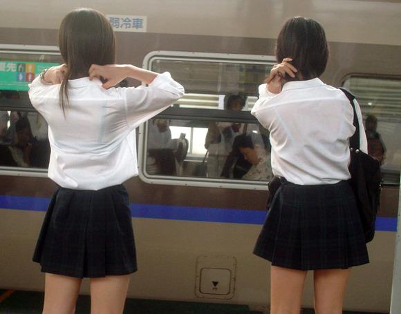 制服姿の女子校生が透けブラしてるエロ画像 283