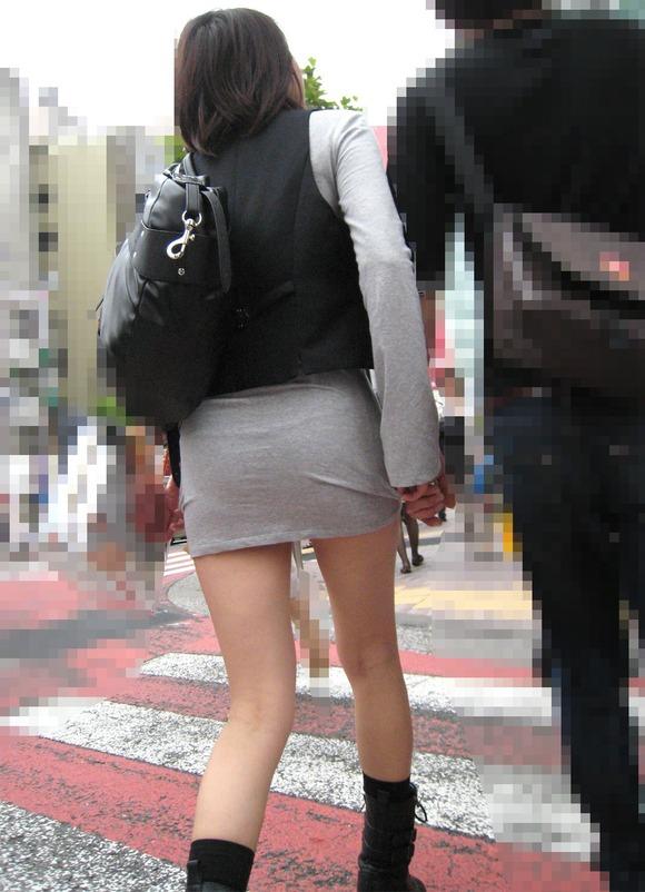 むっちりしたお尻と透けパンチラしてるお姉さん達の街撮りエロ画像 2934