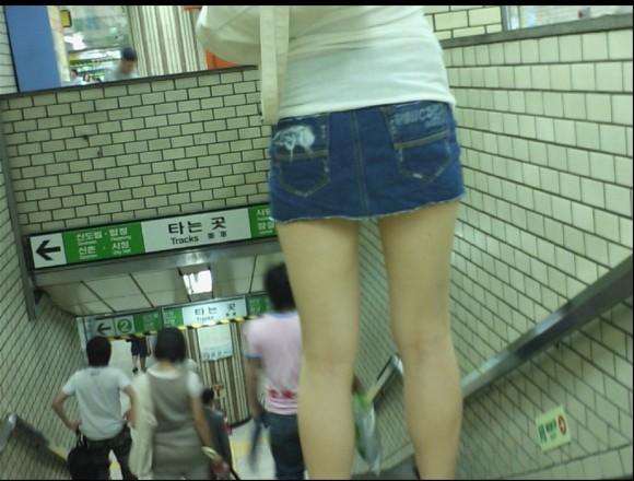 スタイル抜群な素人の韓国ギャルが街撮りされたエロ画像 3020