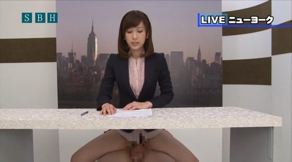 生本番中にニュースを読む女子アナがセックスしちゃってるキャプエロ画像 3100