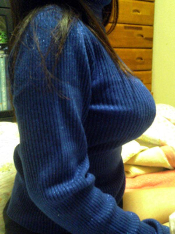 素人娘のおっぱいが着衣の上からでもはっきり分かる巨乳のエロ画像 3150