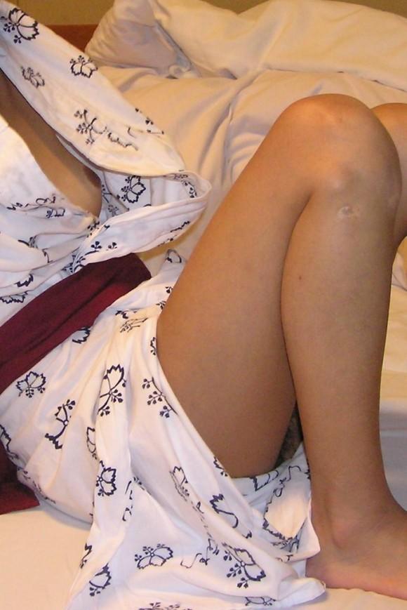 彼氏とのお泊り旅行先の旅館で浴衣になってセクロスしちゃった素人娘のエロ画像 332