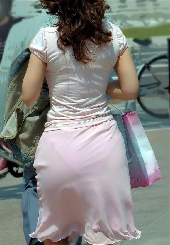 むっちりしたお尻と透けパンチラしてるお姉さん達の街撮りエロ画像 3430