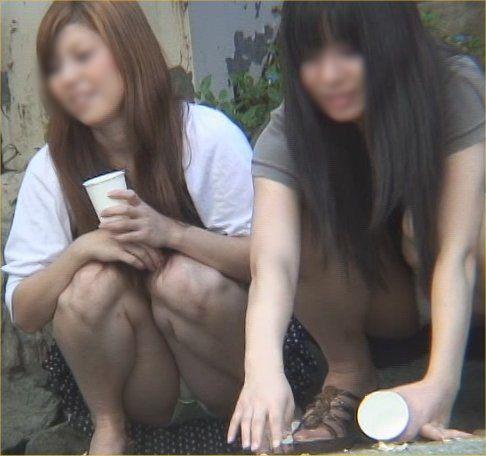 街角で撮影された素人娘の汗が染み込んだパンチラ画像 368