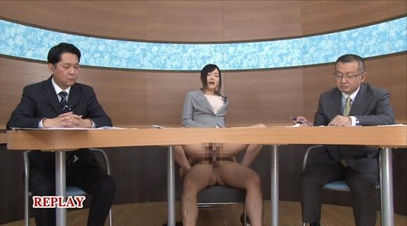 生本番中にニュースを読む女子アナがセックスしちゃってるキャプエロ画像 3712