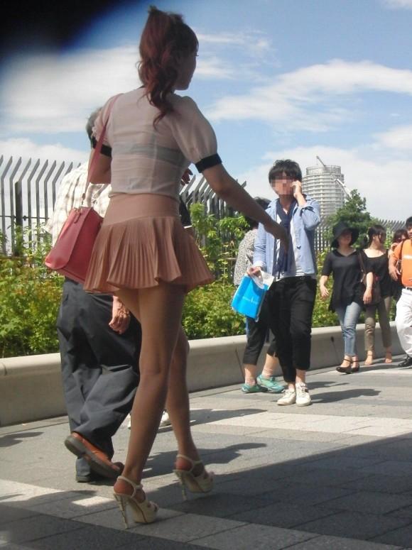しゃぶりつきたいむっちり太ももを街撮りしたエロ画像 3724