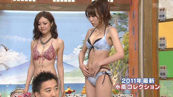 テレビ番組で披露された素人のビキニ姿のキャプエロ画像 385