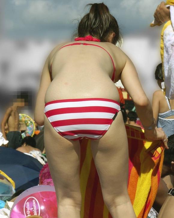 海でビキニになってで調子こいてる素人娘達のエロ画像 40