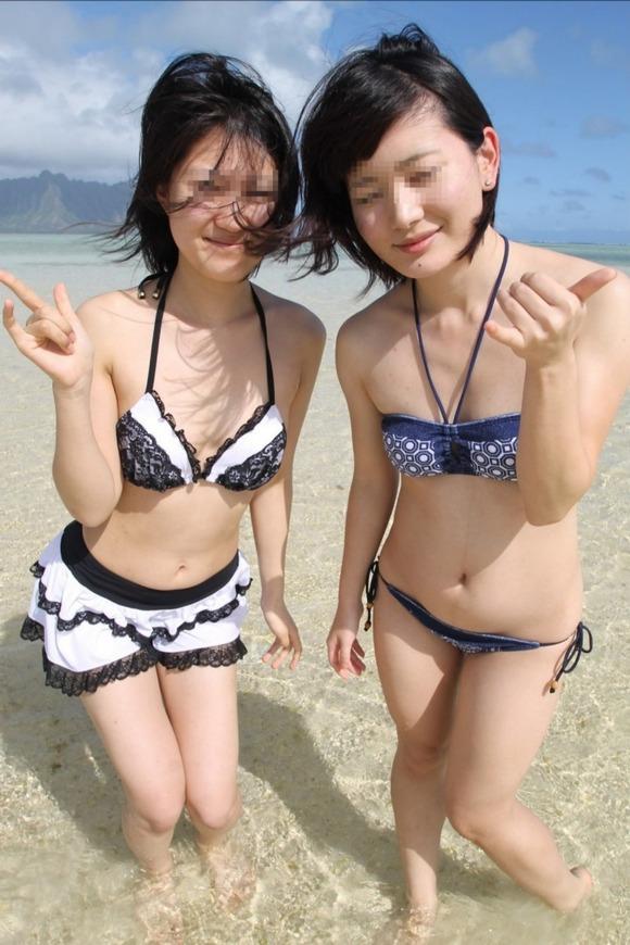 直接目視して浜辺でオナニーしたくなる素人ビキニのエロ画像 4014