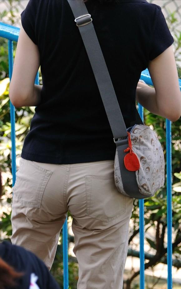 プリッとしてたりペッチャンコだったりどれでも抜ける素人娘を街撮りしたお尻エロ画像 434