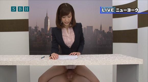 生本番中にニュースを読む女子アナがセックスしちゃってるキャプエロ画像 443