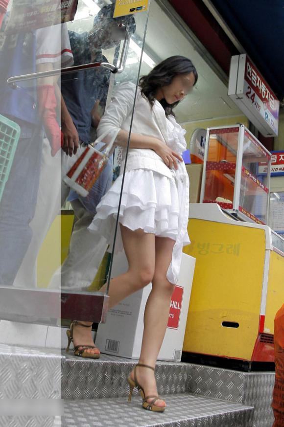 スタイル抜群な素人の韓国ギャルが街撮りされたエロ画像 647
