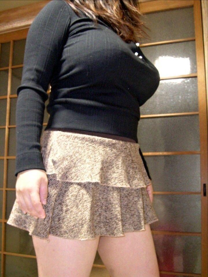 素人娘のおっぱいが着衣の上からでもはっきり分かる巨乳のエロ画像 668