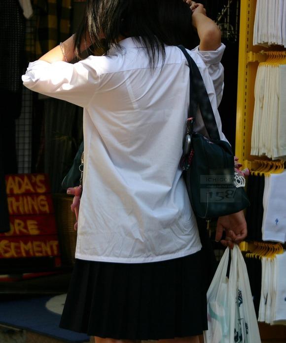 制服姿の女子校生が透けブラしてるエロ画像 85