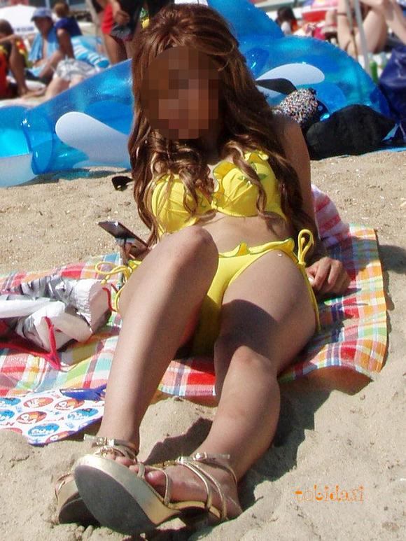 海でビキニになってで調子こいてる素人娘達のエロ画像 911