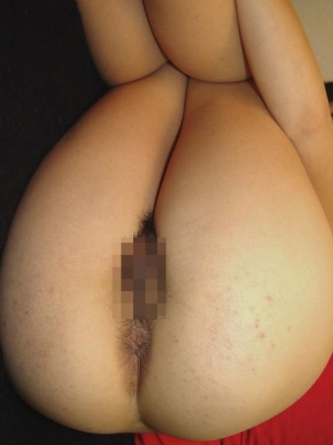 汚いアナルをさらけ出すド変態な素人娘のエロ画像 1024
