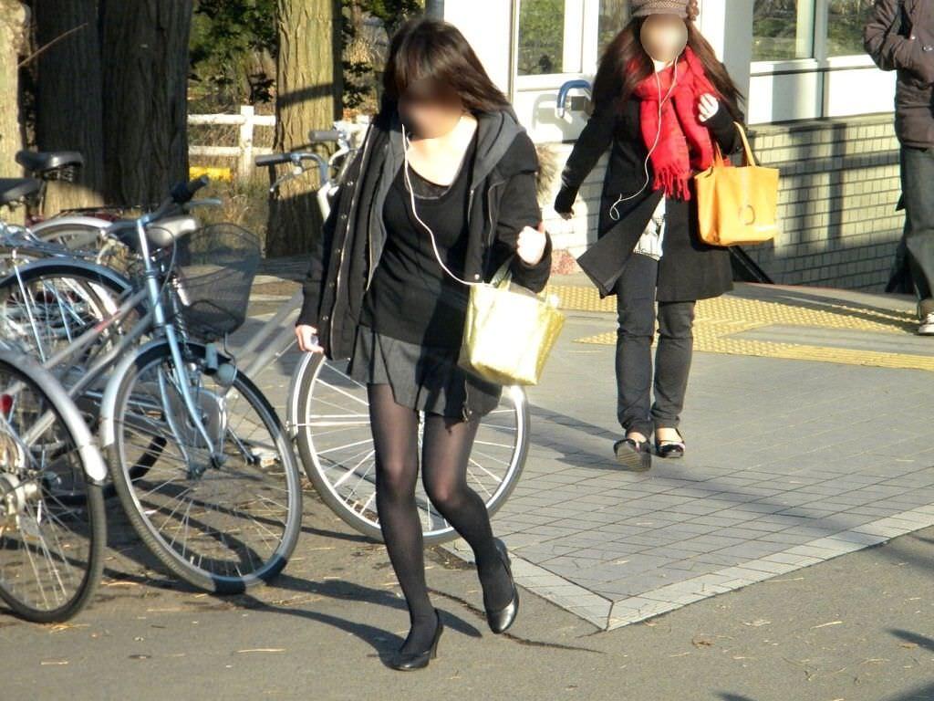 黒パンストで街を歩くOLやお姉さんたちのエロ画像 1077