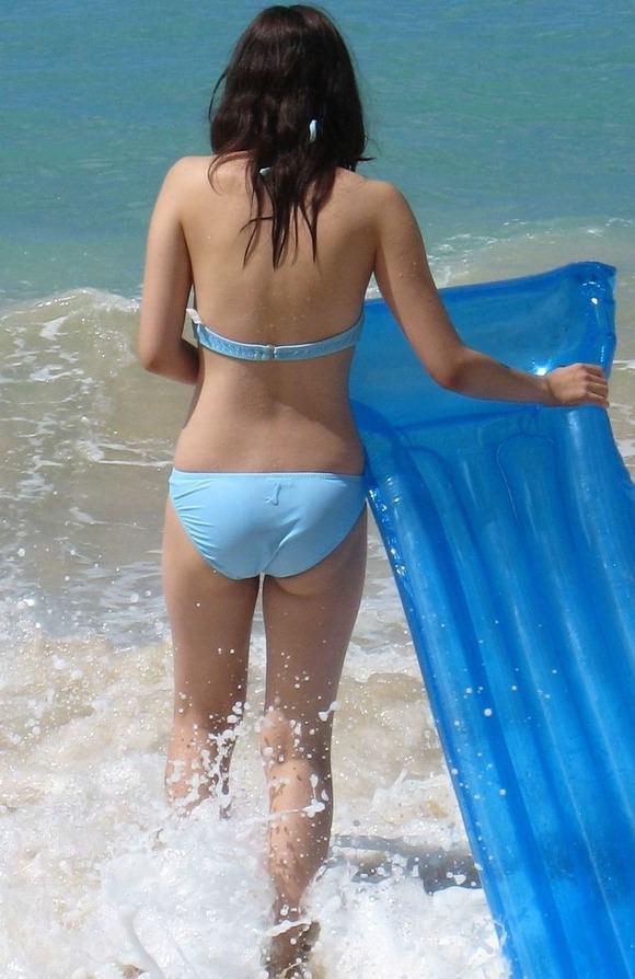 夏の陽気に水辺ではしゃぎ始めるビキニギャルたちのエロ画像 11112