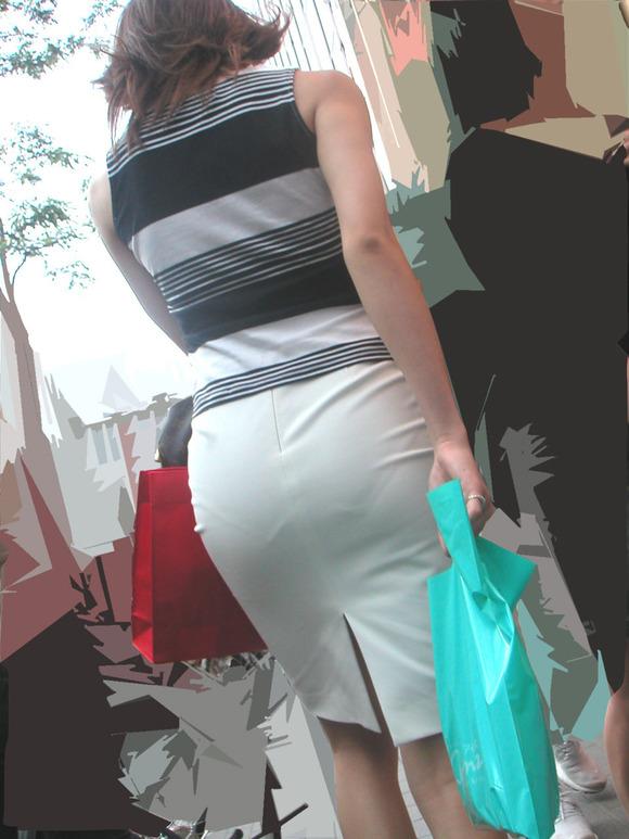 白い生地だからパンツが透けてる素人娘の街撮りエロ画像 1123
