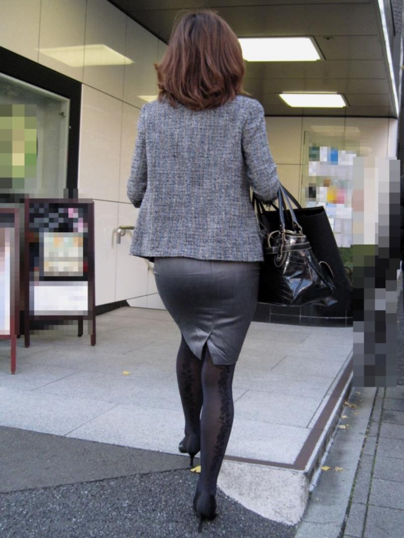 タイトスカートを履いた素人OLの街撮りエロ画像 1182
