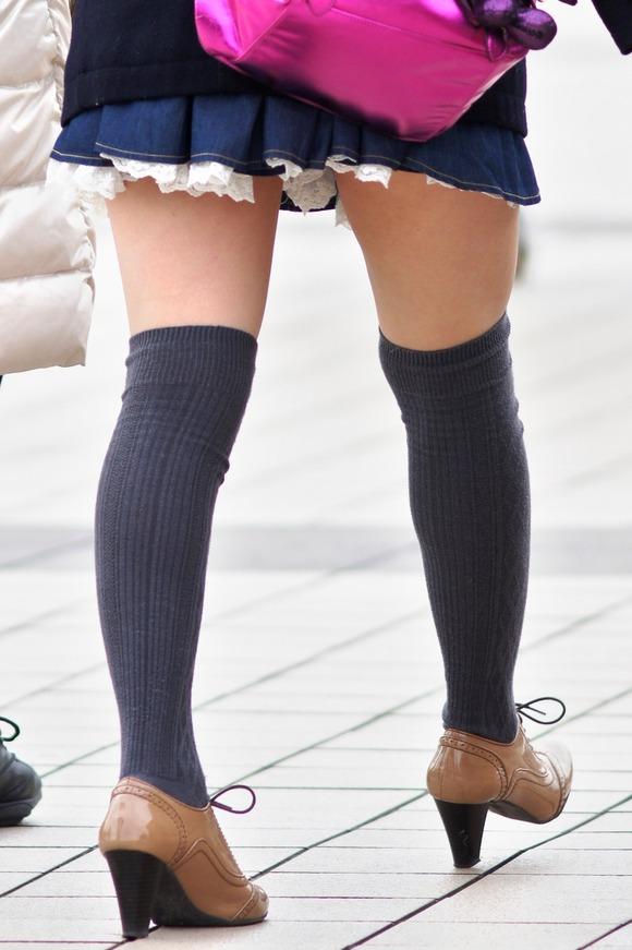 街撮りされた素人娘たちのパンチラとか太もものエロ画像 119