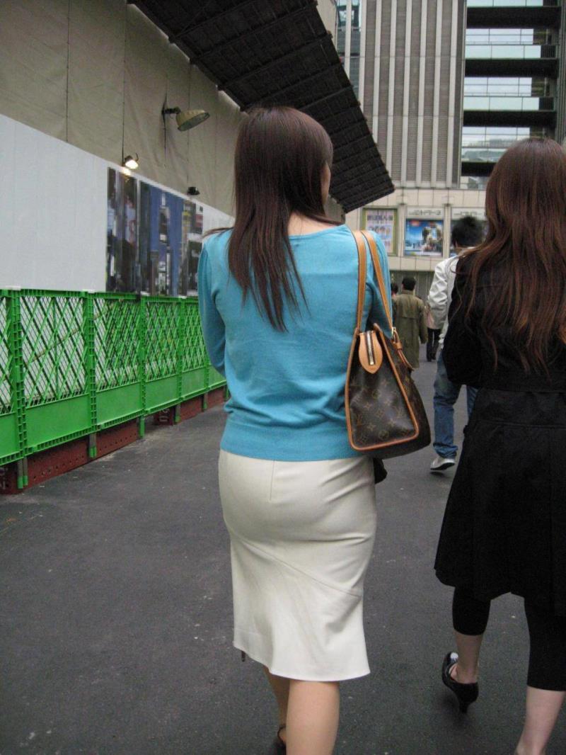 タイトスカートを履いた素人OLの街撮りエロ画像 1254
