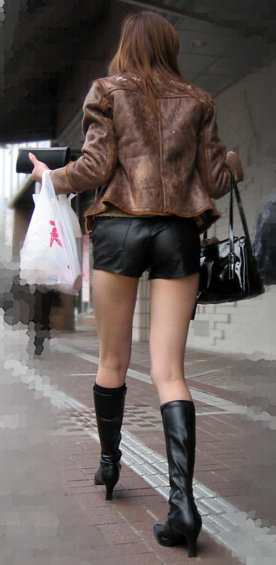 むっちり太ももが露わになるホットパンツを履いた素人娘の街撮りエロ画像 1286