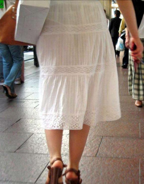 白い生地だからパンツが透けてる素人娘の街撮りエロ画像 1319