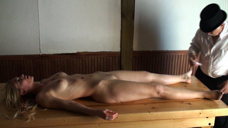 外人美女がレイプされ殺害されたエロ画像 1414