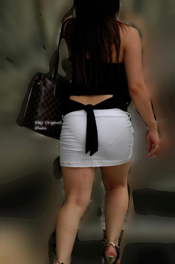 白い生地だからパンツが透けてる素人娘の街撮りエロ画像 1619