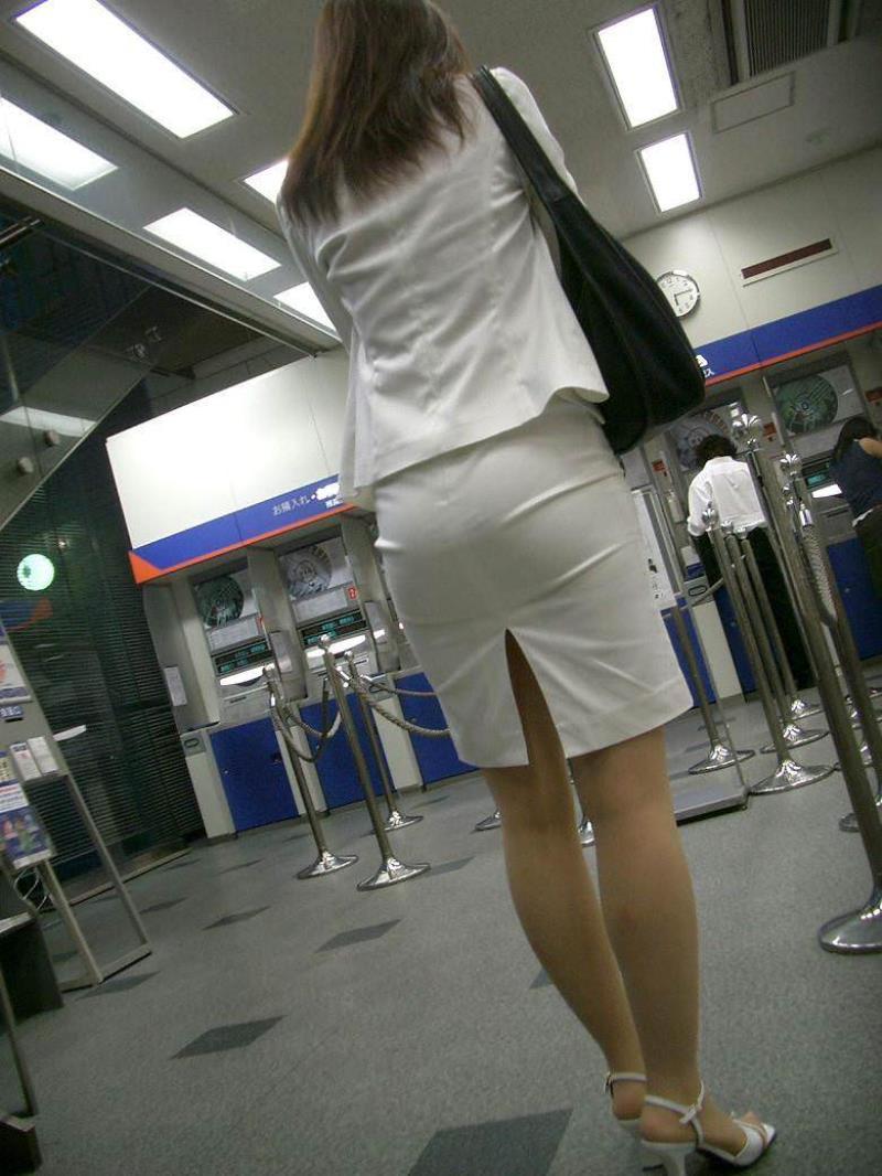 タイトスカートを履いた素人OLの街撮りエロ画像 2152