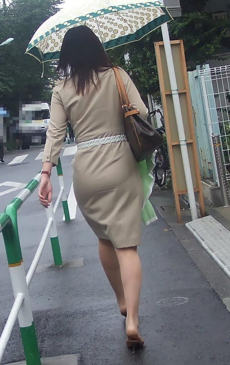 タイトスカートを履いた素人OLの街撮りエロ画像 2153