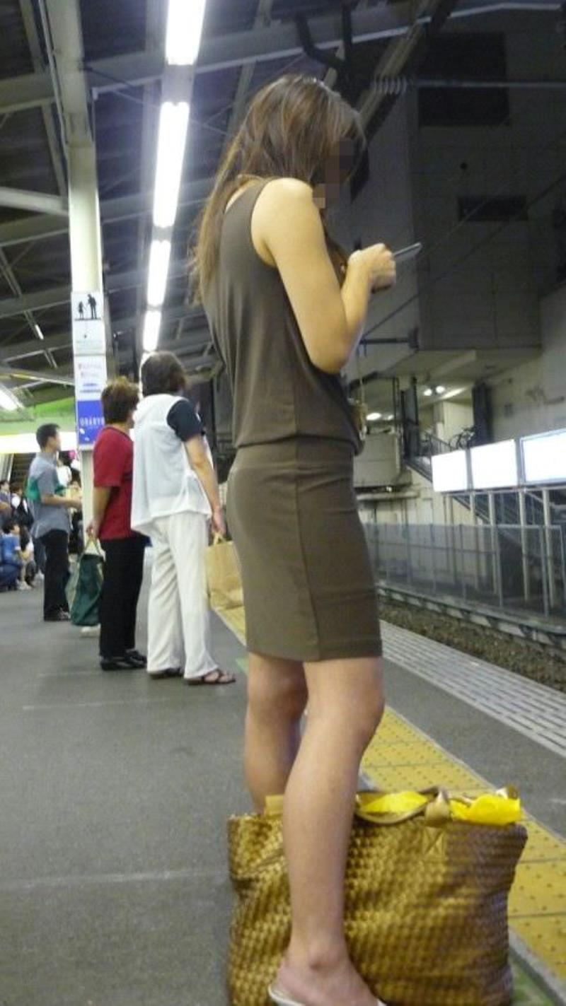 タイトスカートを履いた素人OLの街撮りエロ画像 2232