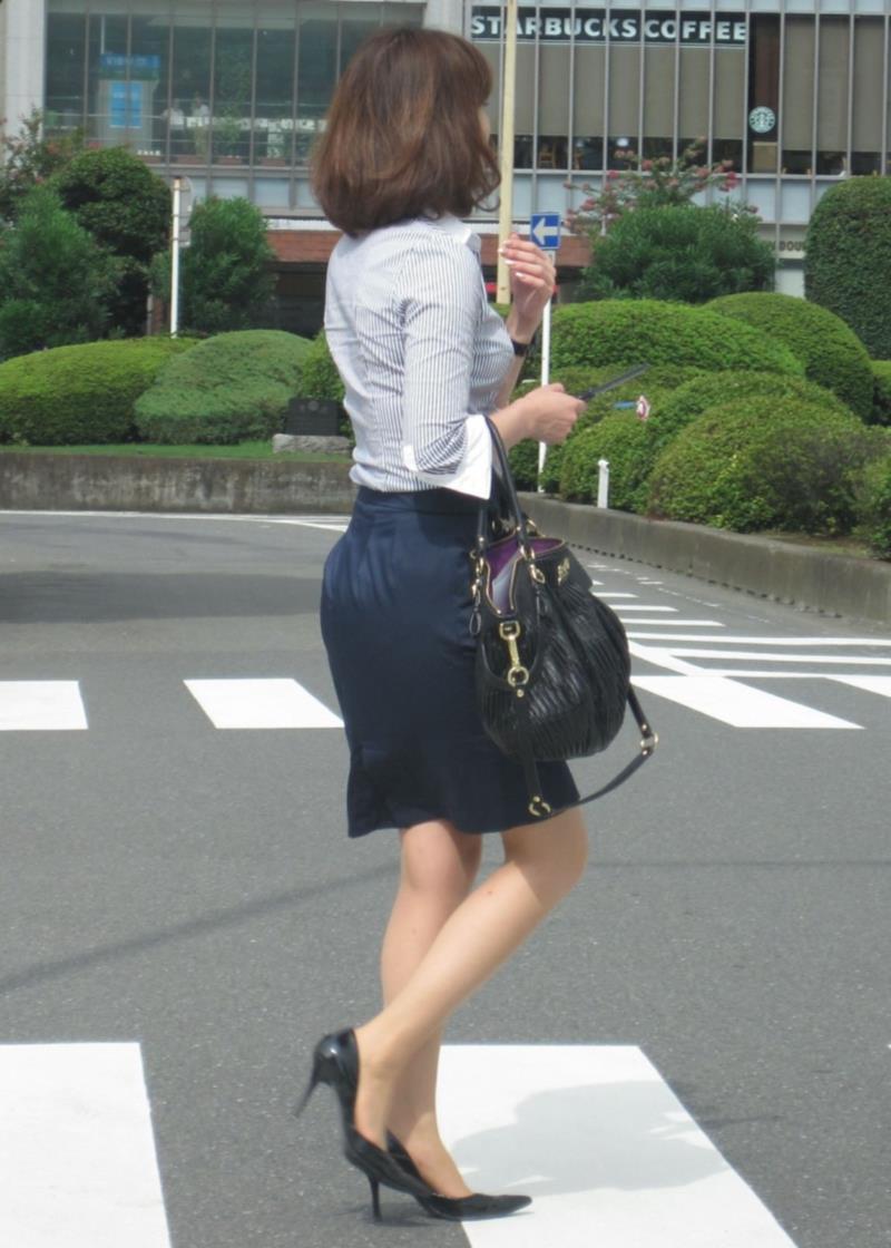 タイトスカートを履いた素人OLの街撮りエロ画像 2328