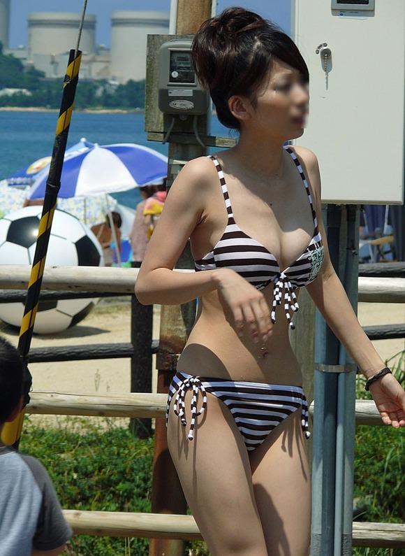 夏の陽気に水辺ではしゃぎ始めるビキニギャルたちのエロ画像 2339