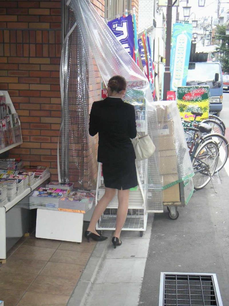 タイトスカートを履いた素人OLの街撮りエロ画像 2422