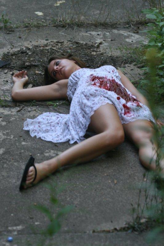 外人美女がレイプされ殺害されたエロ画像 256