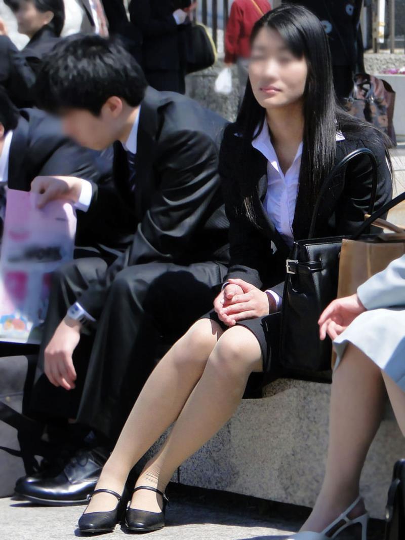 タイトスカートを履いた素人OLの街撮りエロ画像 2718