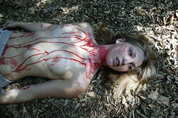 外人美女がレイプされ殺害されたエロ画像 275