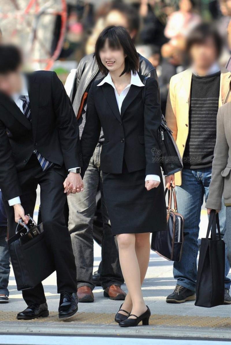 タイトスカートを履いた素人OLの街撮りエロ画像 2917