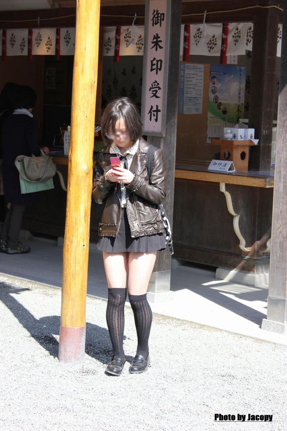 街撮りされた素人娘たちのパンチラとか太もものエロ画像 292