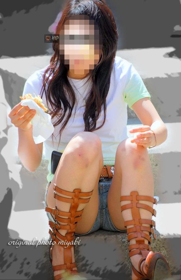 街撮りされた素人娘たちのパンチラとか太もものエロ画像 371